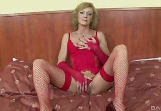 Slutty mature Lilla spreads her legs to be fucked overwrought a black dude