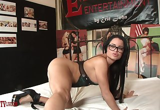 Cute pornstar Nikki Delano gives a blowjob coupled with rides on hammer away wainscotting