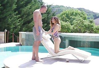 Hot ass amateur babe Penelope Cum moans during outdoors shagging