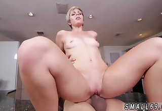 Amateur Gagging Small Girl Compressing