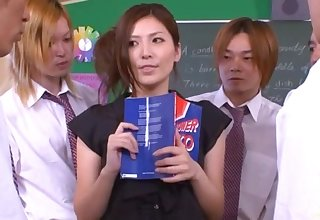 Japanese tutor Yuna Shiina drops heavens her knees to blow + bukkake