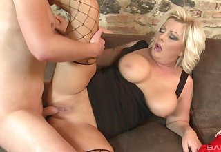 Alluring mature loves sharing a difficulty hardcore experience in her nephew