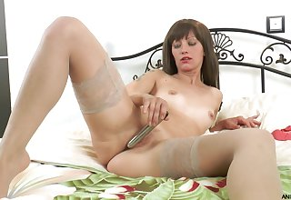 Dirty mature Lisa Xxx moans while poking her pussy around a dildo