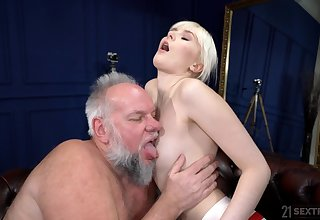 Deep sex with an old man whose dig up stings her ergo complying
