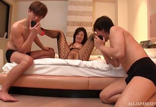 Wild MMF threesome with surprising Katase Hitomi in fishnet