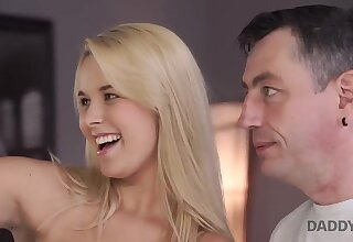 DADDY4K. Man cheats on bitchy wife by having threeway surrounding stepdaughters - Amateur