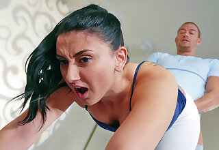 Sport trainer screws buttfuck brown-haired moans in anguish