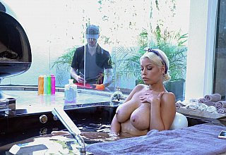 Bathing pornstar seduces a worker