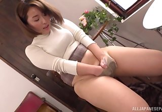 Shinozaki Kanna wants nigh show her blowing skills winning a masturbation