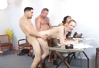 Horny chick Katalina Mills spreads the brush legs