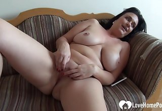 Mommy babe in arms pleasures herself while being recorded
