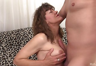 Horny dude has a weaknees added to desire be useful to hot mature Babe Morgan