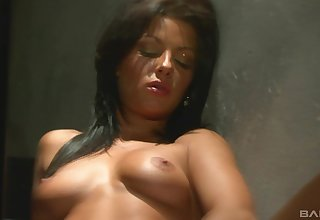 Cindy Dollar wants to please Tea Jul's pussy in the dark-skinned place