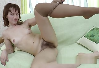 Jessy Fiery strips shorn on her couch showing body