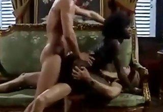 Heiße schwarze Schlampe bekommt anal und interracial DP