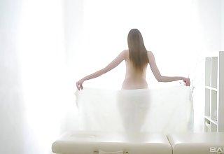 Instead of massage horny brunette Chloe pleases stranger's dick