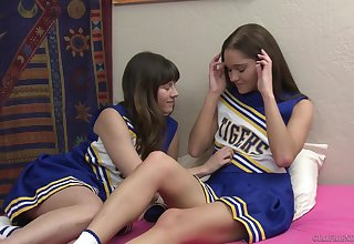 Cheerleaders Shyla Jennings and Zoe Bloom love to rendered helpless pussies