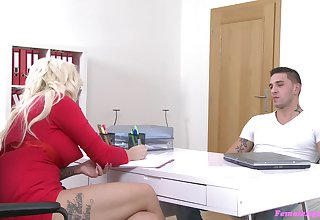 Blonde seek reject agent Jarushka Ross sucks and gets fucked by a fat learn of