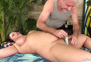 Gorgeous Plumper Mama Crystal Valentine Enjoys Toying After Rubdown