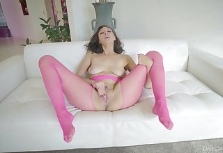 Took a soreness time in this manner precious babe to finally achieve porn on cam