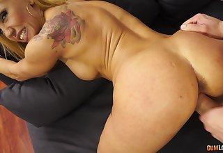 Randy customize MILF with fake titties makes a steamy be captivated by the brush target