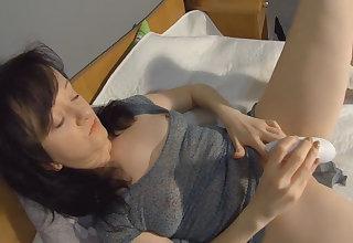 Maya in Womanizer Pro On My Clit - MayasHandjobsVR