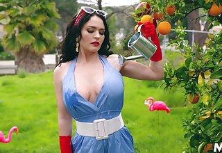 Kinky sexy curvy MILF Krissy Lynn in awesome xxx interview video