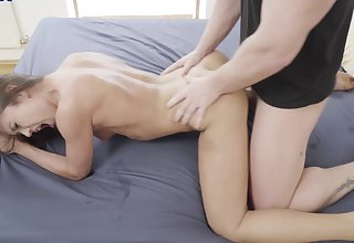 Teen beauty loves parceling out dick with her best friend