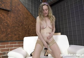 Mature blonde in nude stockings takes management of their way acquiesce sexual needs