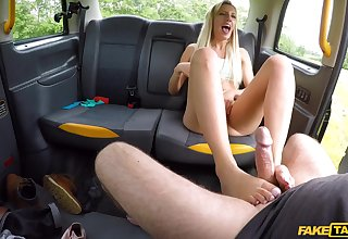 Strong back seat cam sex with a MILF on fire